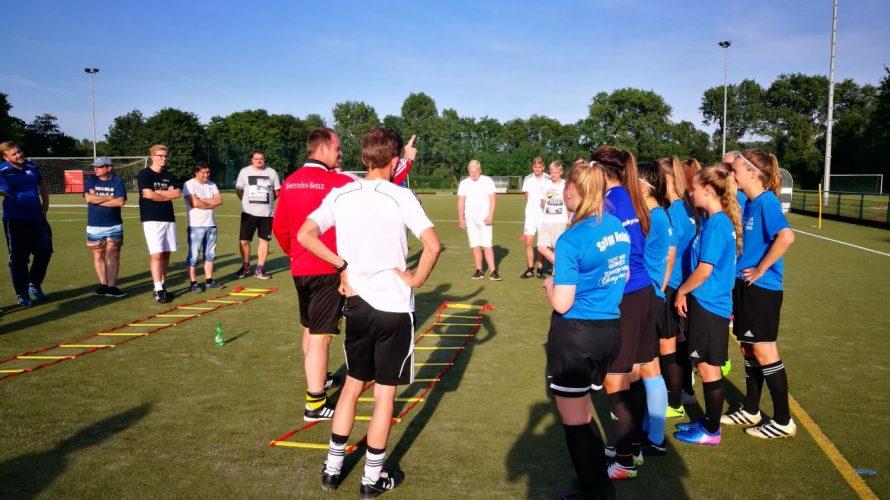 Trainerschulung in unserem Verein Am vergangenen Mittwoch führte der FLVW-Trainer und A-Lizenz Inhaber Maik Wessels eine vereinsinterne Schulung für unsere Jugendtrainer durch. Weiterlesen